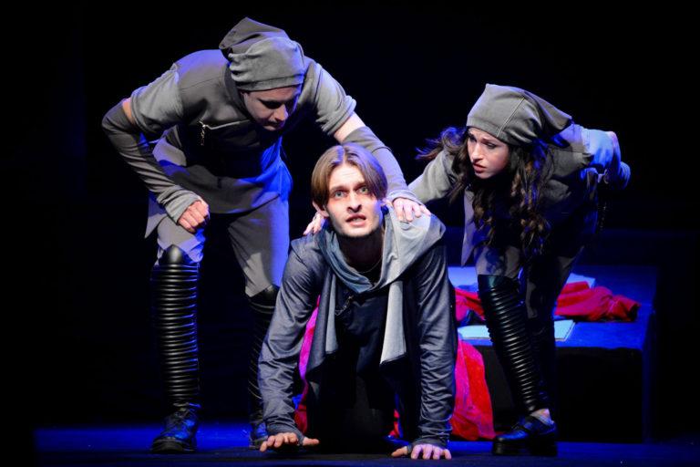 фото з вистави Гамлет