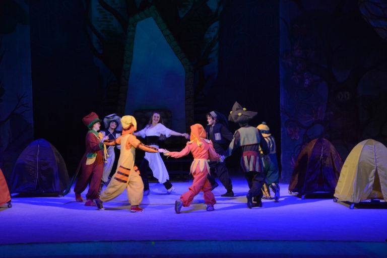 фото з вистави Білосніжка та сім гномів