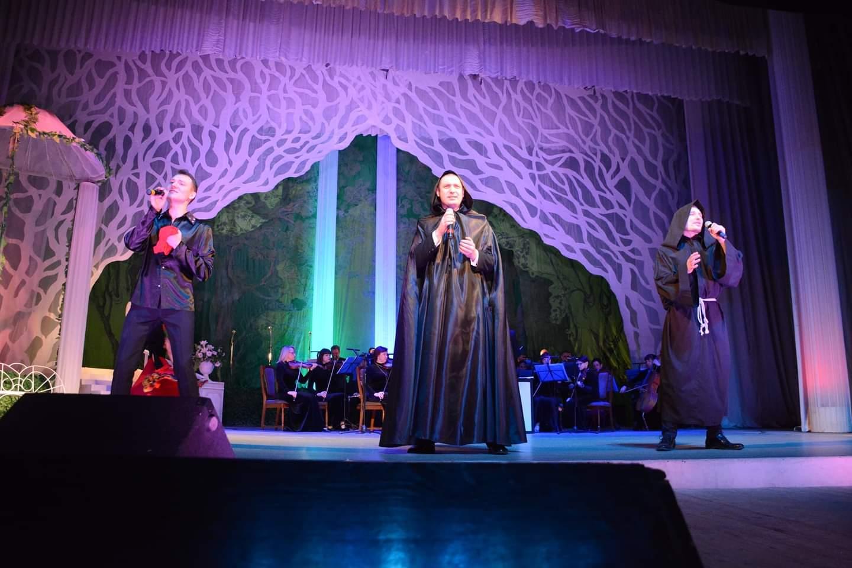 Нова концертна програма щепкінців підкорила жіночі серця
